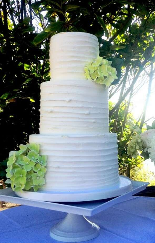 Classic white buttercream cake by Beyond Buttercream. Photo: Picasa