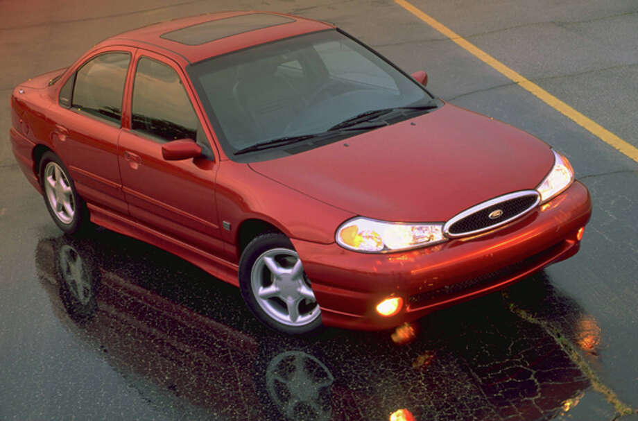 1998 Ford Contour SVT 3/4 front. CN-327003-110 Photo: Ford Motor Company, WPD / Ford Motor Company