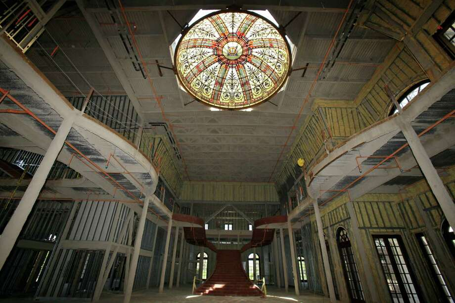 """In a Friday, June 11, 2010 photo, the main room at the entrance that would be used for entertaining guests at the unfinished mansion nicknamed """"Versailles"""", for sale """"as is"""" by owner and timeshare tycoon David Siegel in Windermere, Fla. (AP Photo/John Raoux) Photo: Associated Press"""