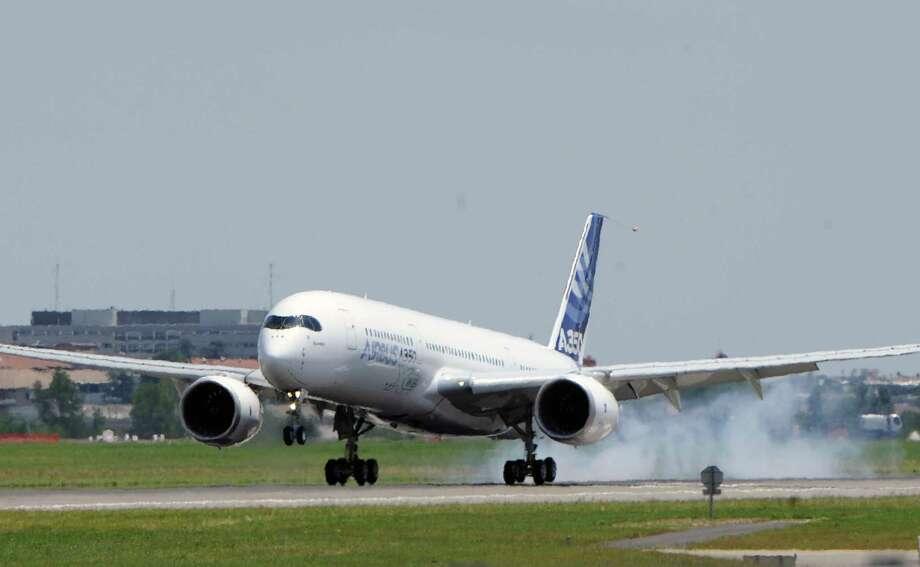 Airbus's next-generation A350 plane lands.  AFP PHOTO / ERIC CABANIS Photo: ERIC CABANIS, Getty / 2013 AFP