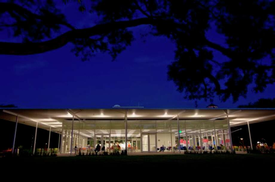 Brochstein Pavilion at night. The building was designed by Thomas Phifer and Partners. Photo: Jeff Fitlow / RiceUniversity