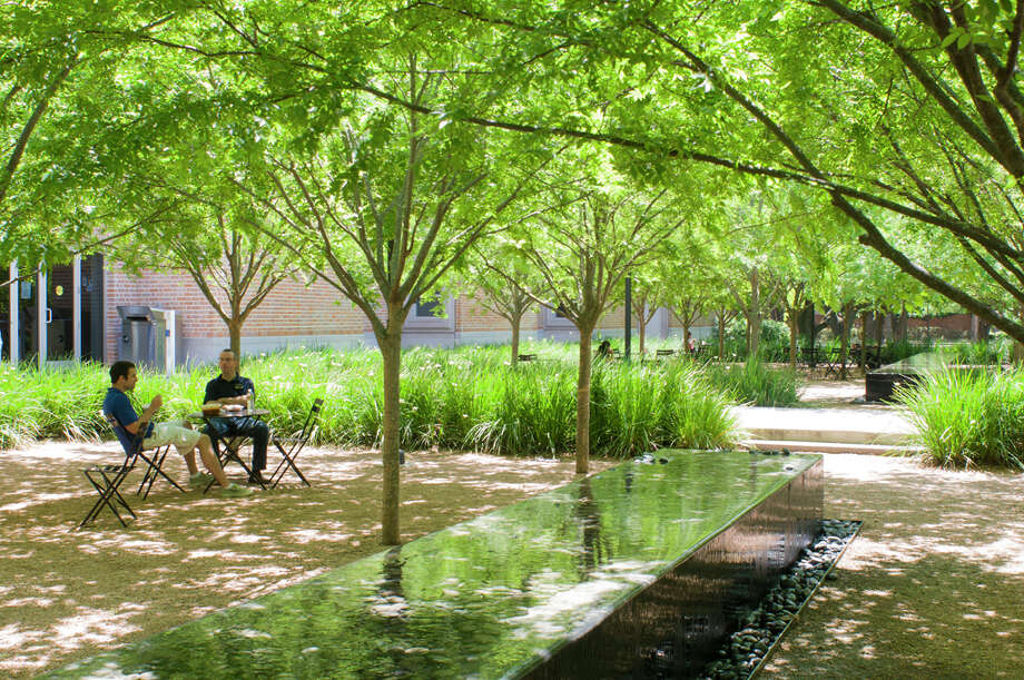 The courtyard of Rice University's Brochstein Pavilion. (For more photos of Houston landscapes and landscapes-in-the-making, scroll through the gallery.) Photo: Paul Hester, Office Of James Burnett / © 2009 Hester + Hardaway