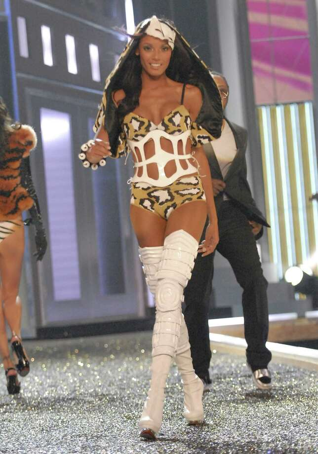 2007: Selita Ebanks during the 12th Annual Victoria's Secret Fashion Show at the Kodak Theater on November 15, 2007 in Los Angeles. (Photo by Kevin Mazur/WireImage) Photo: Kevin Mazur, Getty Images / 2007 Kevin Mazur