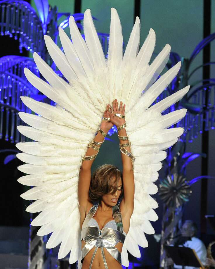 2008: Selita Ebanks  walks the runway  at the Victoria's Secret Fashion Show at the Fontainebleau Miami Beach  November 15, 2008 .The 54-year-old Resort in Miami, once the playground of the Rat Pack, is reopening this weekend for the taping of the Victoria's Secret TV fashion show will will be aired December 3, 2008 on CBS. Photo: TIMOTHY A. CLARY, Getty Images / 2008 AFP