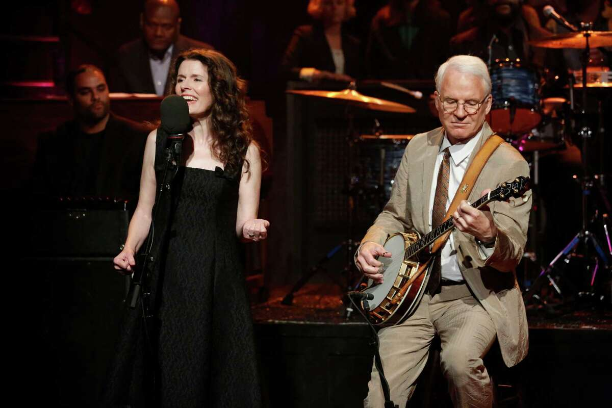 Edie Brickell and Steve Martin perform on
