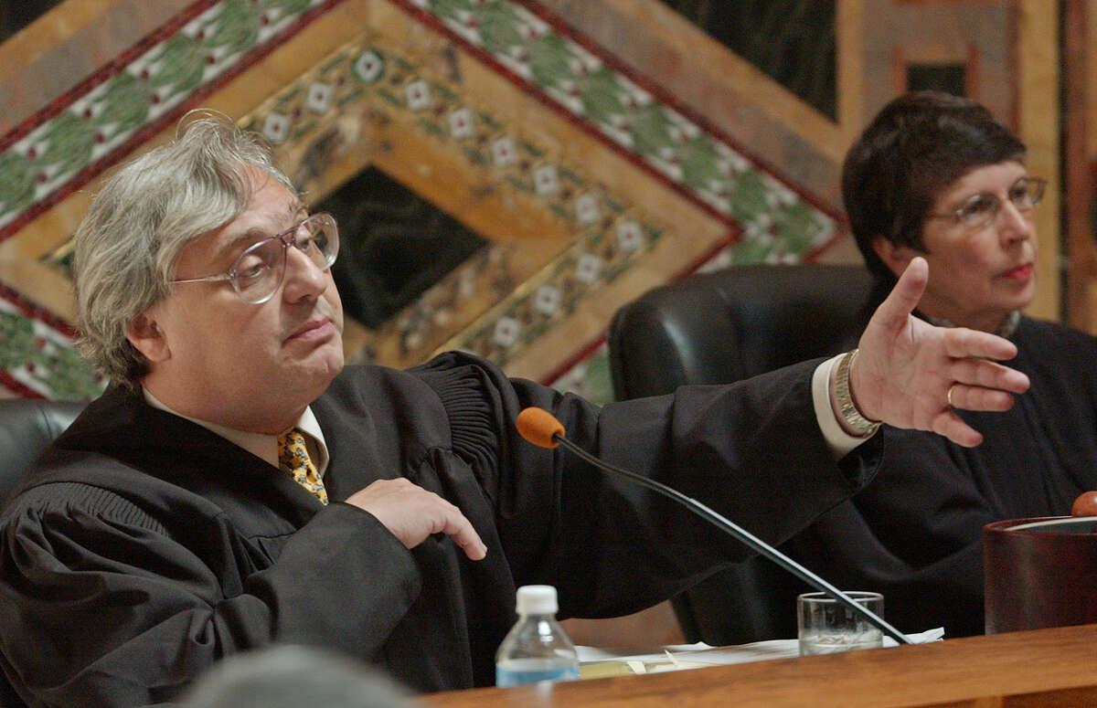 Alex Kozinski, 9th Circuit chief judge, apologized for the sexually explicit jokes on his website.