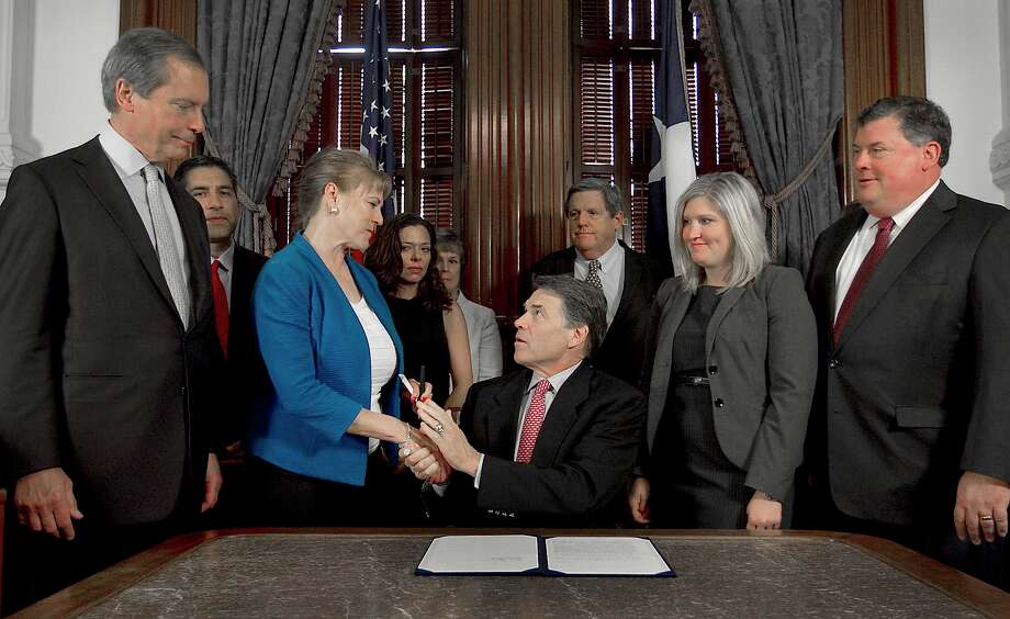 In another big move, Perry signed Senate Bill 21 requiring mandatory drug screening for unemployment compensation benefits. Photo: Ralph Barrera, Associated Press / Austin American-Statesman