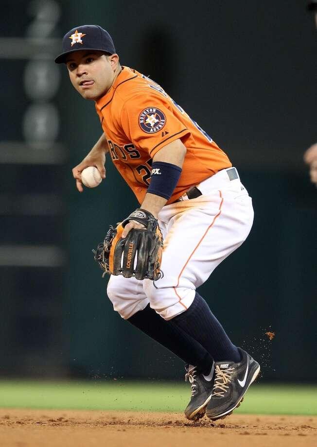 Astros second baseman Jose Altuve (27) makes the ground out on White Sox shortstop Alexei Ramirez.