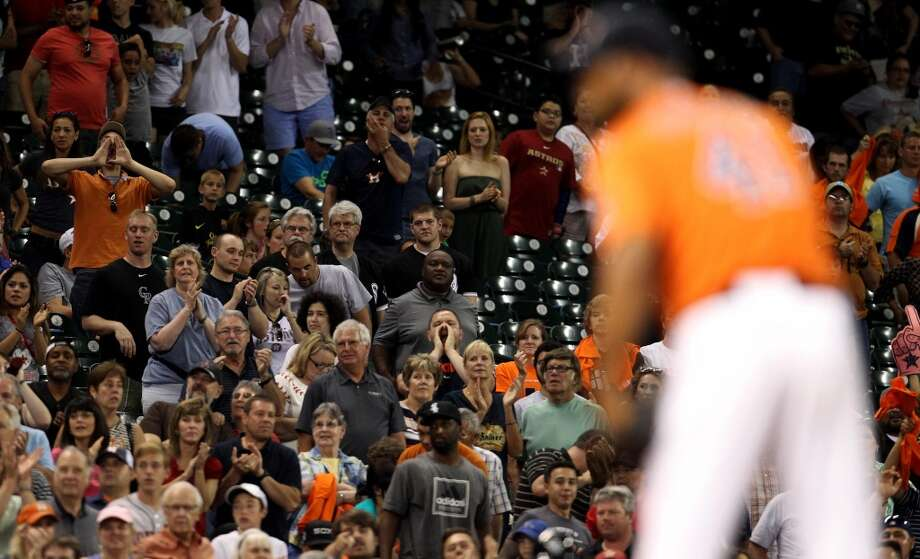 Astros fans clap and yell as Jose Veras faces his final batter.