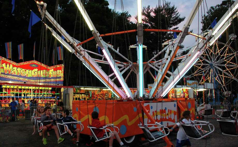 Hundreds turned out Friday evening for the first night of the Yankee Doodle Fair at the Westport Woman's Club. Photo: Jarret Liotta / Westport News