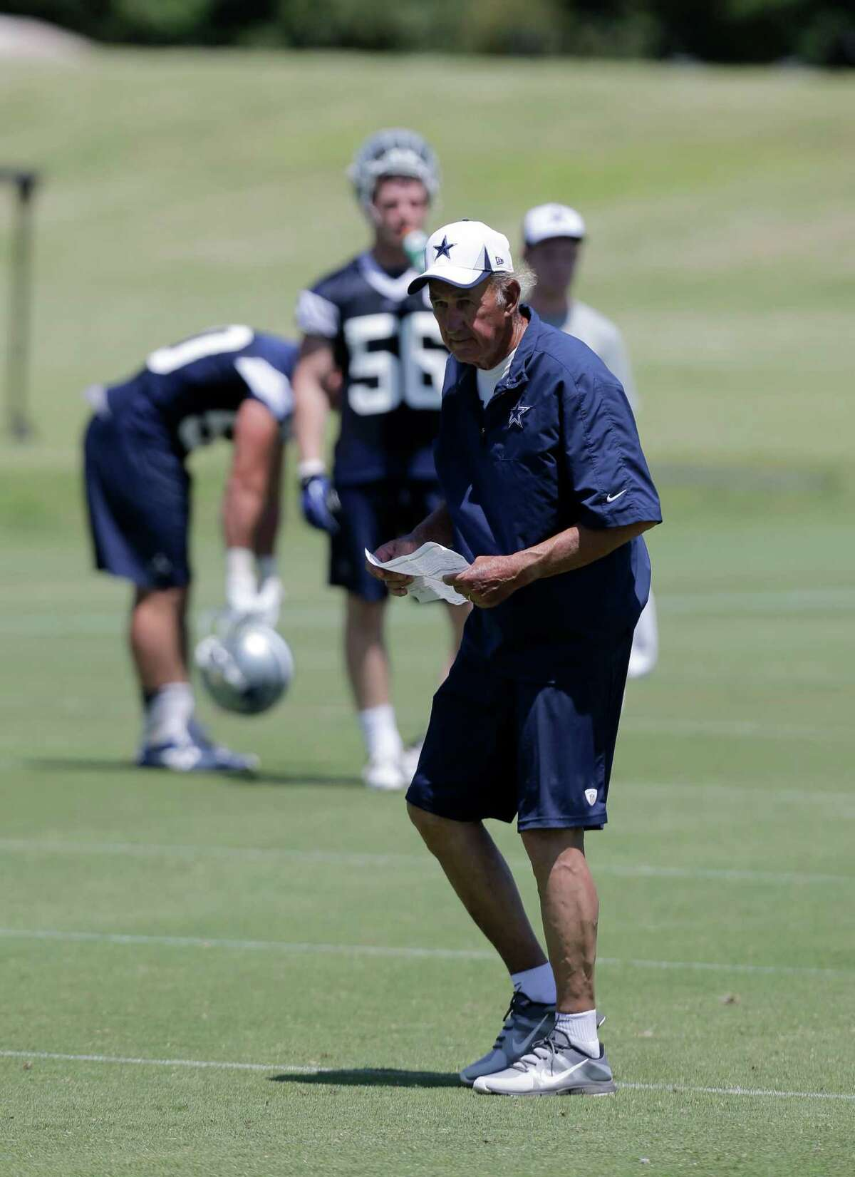 Dallas Cowboys defensive coordinator Monte Kiffin watches as the team runs drills during their NFL football minicamp on Thursday, June 13, 2013, in Irving, Texas. (AP Photo/Tony Gutierrez)
