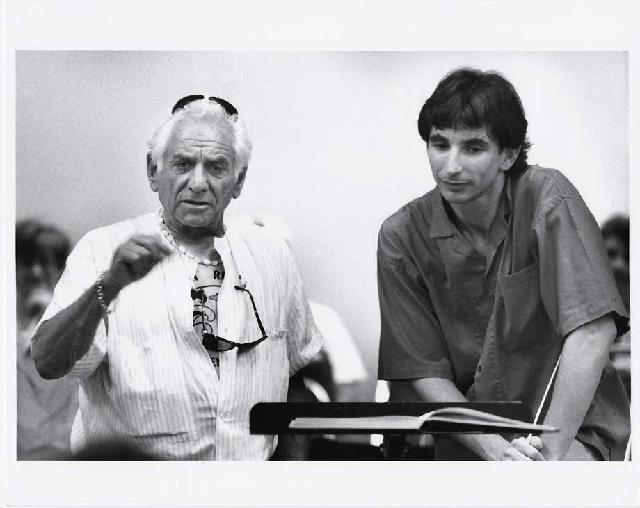 Composer Leonard Bernstein (left) and San Francisco Symphony musical director Michael Tilson Thomas working together in 1974. Photo: Jerry Takiser / Jerry Takiser 1974 / ONLINE_YES