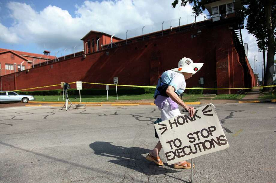 Joanne Gavin, protesting executions since 1982, was outside the Walls when Elroy Chester died Wednesday. Photo: Mayra Beltran, Staff / © 2013 Houston Chronicle