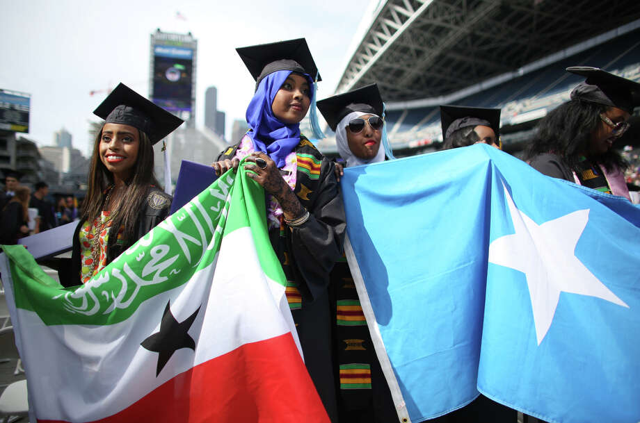 Graduates hold the flags of Somaliland and Somalia, two countries that were separated. Photo: JOSHUA TRUJILLO, SEATTLEPI.COM / SEATTLEPI.COM