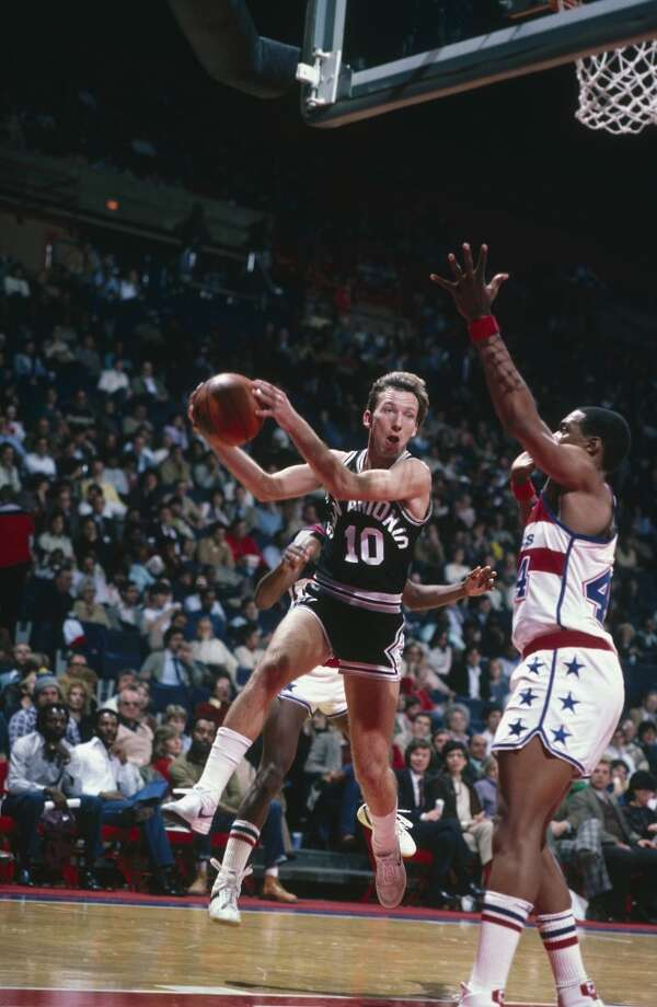 Mike Dunleavy  ...The elder Dunleavy led the NBA in 3-point percentage during his only season with the Spurs.