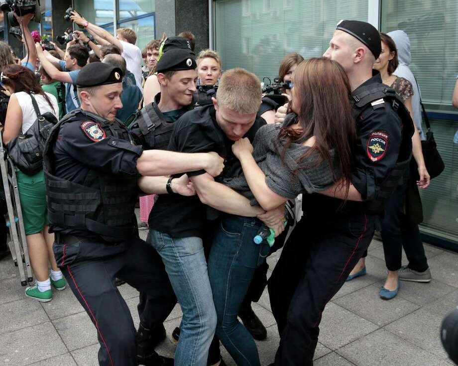 "Police officers detain gay rights activists as they gathered near the State Duma, Russia's lower parliament chamber, in Moscow, Russia, Tuesday, June 11, 2013. Protesters attempted to rally outside the Russian State Duma before what is expected to be a final vote on the bill banning ""propaganda of nontraditional sexual relations."" More than two dozen activists were detained in Moscow on Tuesday as they were protesting a bill that stigmatizes the gay community and bans the giving of information about homosexuality to children. Photo: AP"
