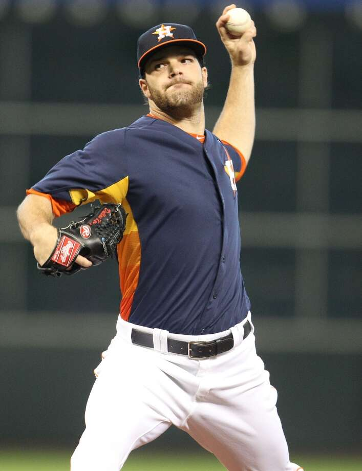 Astros pitcher Dallas Keuchel delivers a pitch to the White Sox.