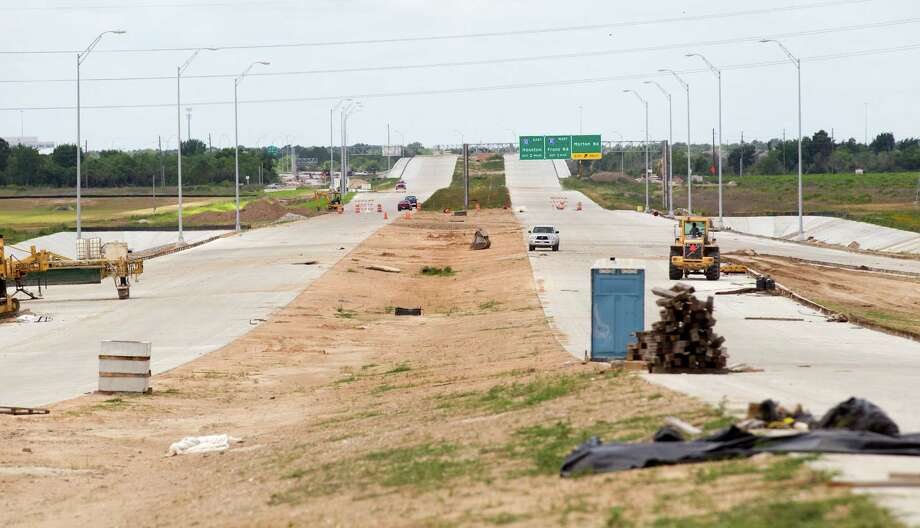 Crews work on the Grand Parkway north of 1-10 Friday, May 31, 2013, northwest of Houston. Photo: Brett Coomer, Houston Chronicle / © 2013 Houston Chronicle