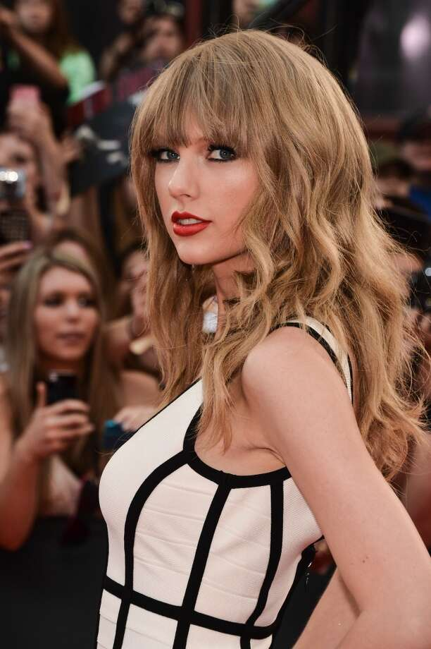 TORONTO, ON - JUNE 16:  Singer Taylor Swift arrives at the 2013 MuchMusic Video Awards at MuchMusic HQ on June 16, 2013 in Toronto, Canada.  (Photo by George Pimentel/WireImage)