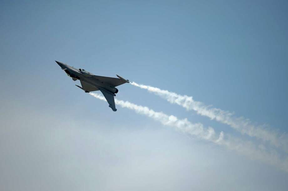 A French Dassault Rafale fighter performs over Le Bourget airport on June 17, 2013, north of Paris, on the opening day of the Paris Air show. Photo: ERIC FEFERBERG, AFP/Getty Images / 2013 AFP