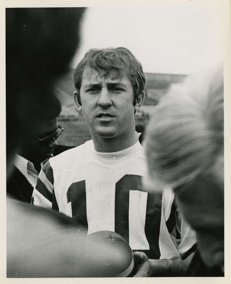 Vikings quarterback Fran Tarkenton speaks to the press after a light workout during Super Bowl picture day, January 7, 1974.
