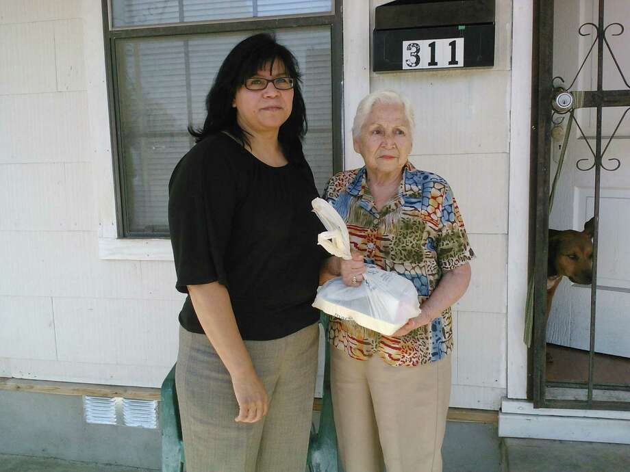 Christian Senior Services, the sponsoring organization for the Meals on Wheels program, has put out a call for volunteers to assume vacant delivery routes beginning mid-June. Photo: San Antonio Express-News File Photo