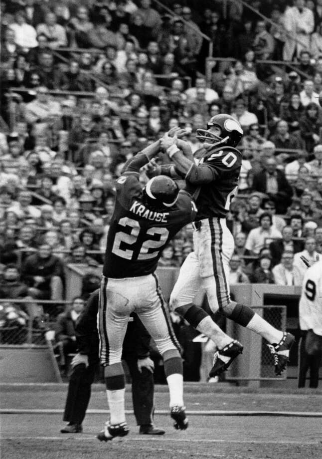 Bobby Bryant and Paul Krause go for the ball in the air.