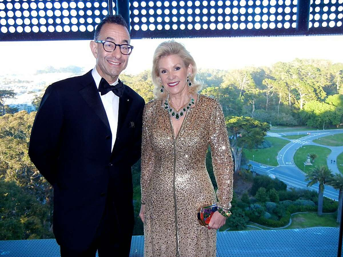 Fine Arts Museums Director Colin Bailey is welcomed to the de Young at a dinner hosted by FAM Board President Dede Wilsey. June 2013. By Catherine Bigelow