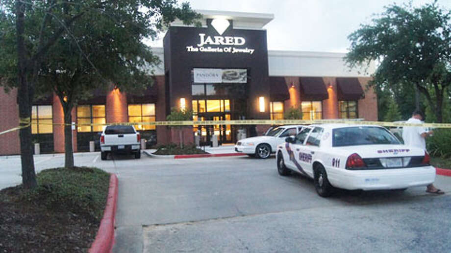 Montgomery County authorities are searching for five men in the Monday night robbery of a Jared Jewelers at Woodlands Mall. Photo: (Scott Engle / Montgomery County Police Reporter)