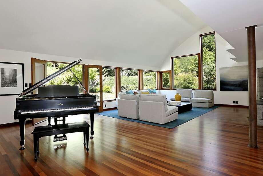 The living room features hardwood floors and a vaulted ceiling. Photo: Liz Rusby/The Grubb Co.