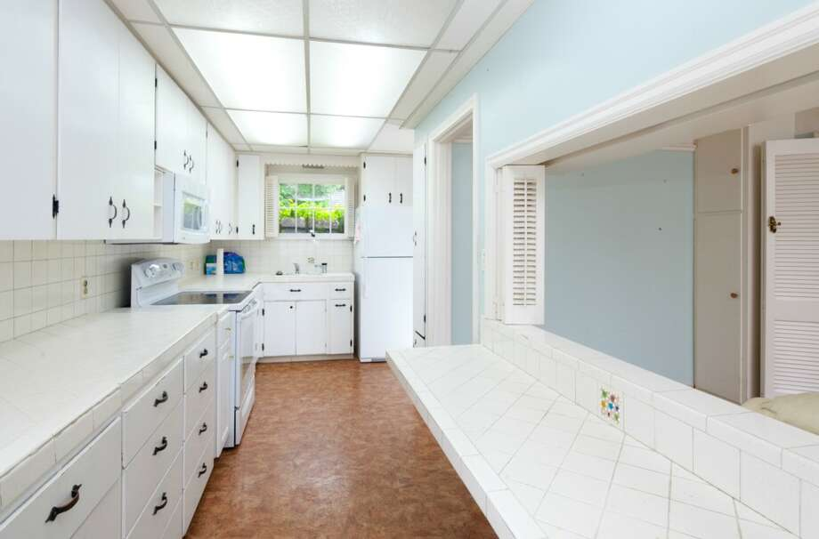 Kitchen of 1518 N.W. Blue Ridge Drive. The 2,650-square-foot house, built in 1941, has three bedrooms, 2.5 bathrooms, picture windows, a family room, two fireplaces, and access to the Blue Ridge Club's beach, playground, swimming pool, clubhouse and tennis courts. It's listed for $749,000. Photo: Courtesy Betsy Terry And Jane Powers, Ewing & Clark
