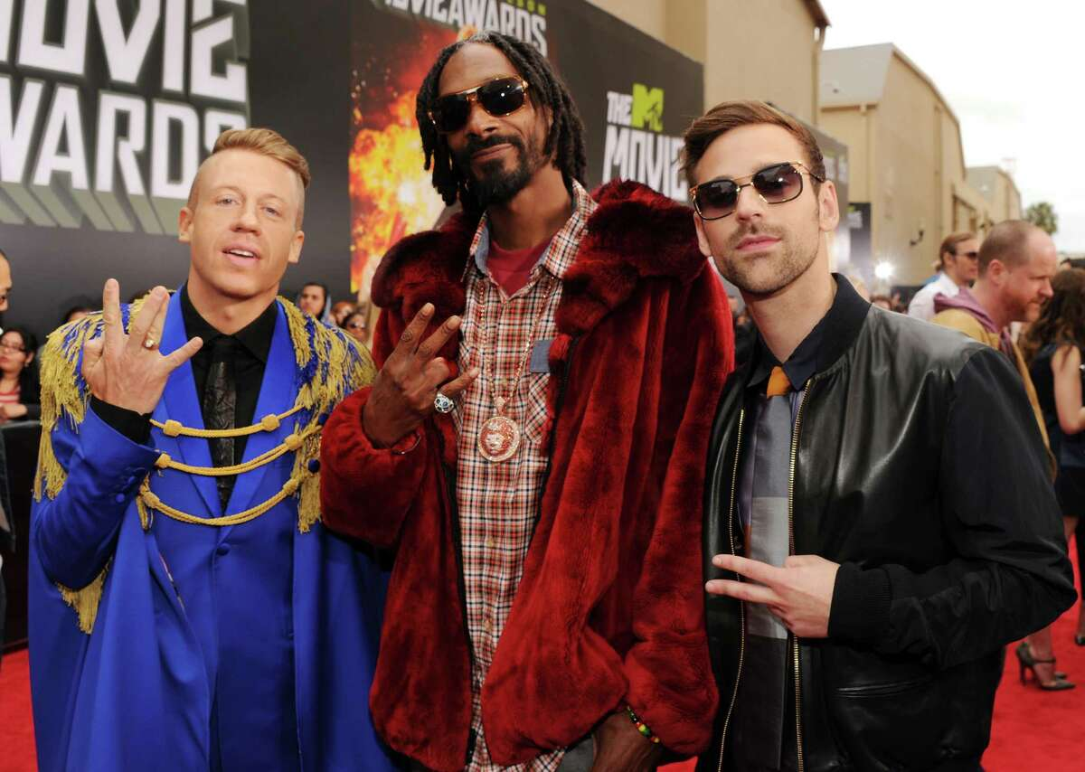 Because when you hang out with Snoop Dog, you need a cape. (Photo by Kevin Mazur/WireImage)