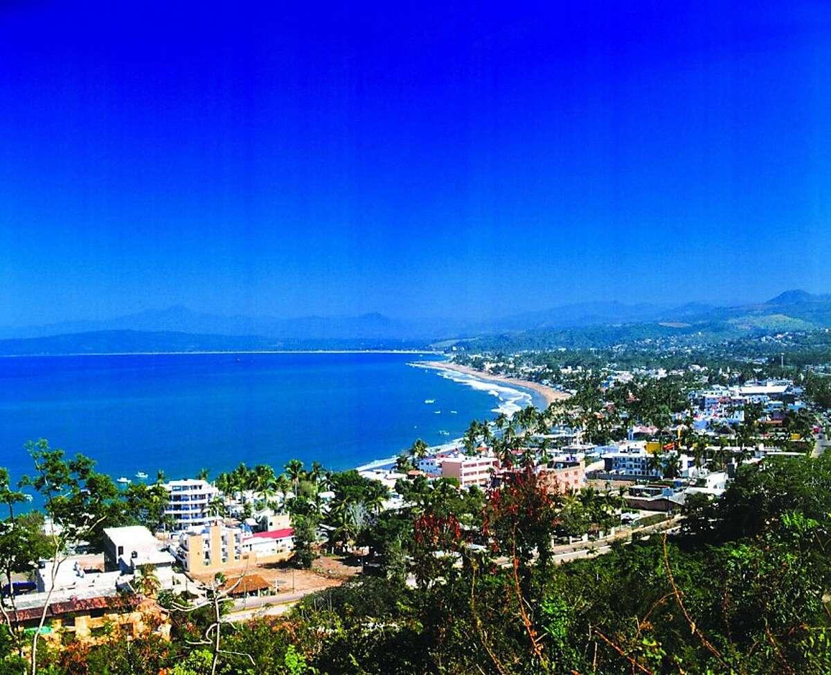 Rincon de Guayabitos' main street, Avenida del Sol Nuevo, runs parallel to the beach along the town's entire length.