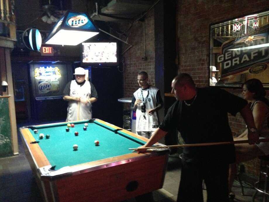 Four confident Spurs fans played pool at Leapin' Lizard 30 minutes before tip-off. Photo: Benjamin Olivo / MySA.com