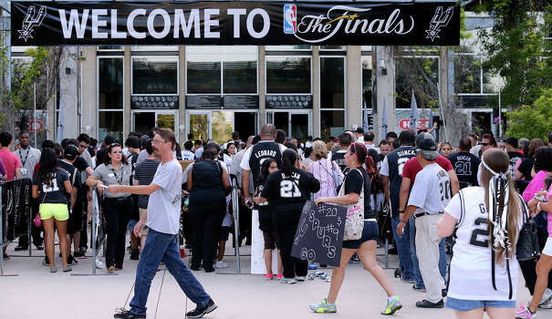 Fans scamper to get in the gates for the concert at the AT&T Center before game 6 of the NBA Finals  on June 19, 2013. Photo: Tom Reel, San Antonio Express-News