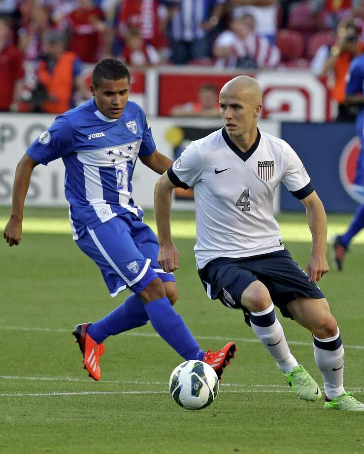 Honduras' Roger Rojas (21) defends against United States' Michael Bradley (4) in the first half during a World Cup qualifying soccer match at Rio Tinto Stadium on Tuesday, June 18, 2013, in Sandy, Utah. (AP Photo/Rick Bowmer) Photo: Rick Bowmer, Associated Press / AP