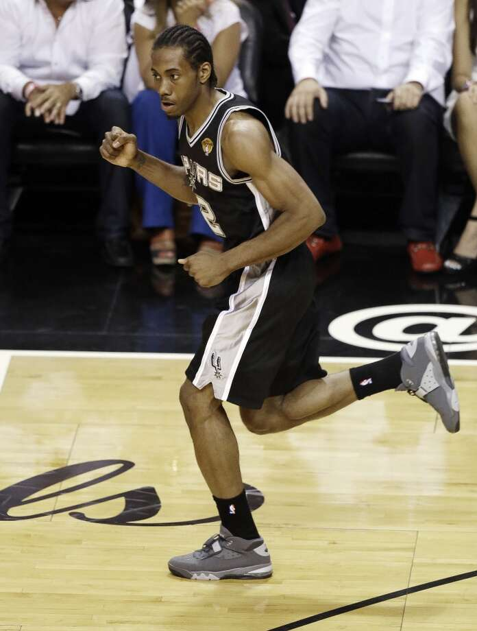 Spurs forward Kawhi Leonard reacts after making a shot against the Heat. Photo: Wilfredo Lee, Associated Press