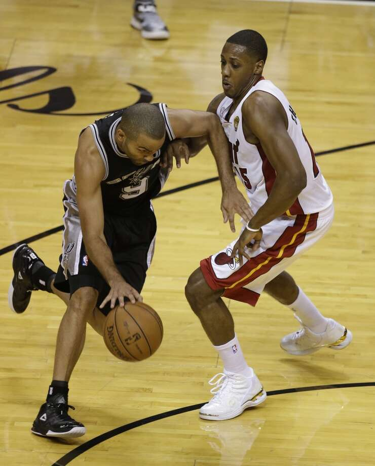 Spurs guard Tony Parker drives against Heat guard Mario Chalmers. Photo: Wilfredo Lee, Associated Press