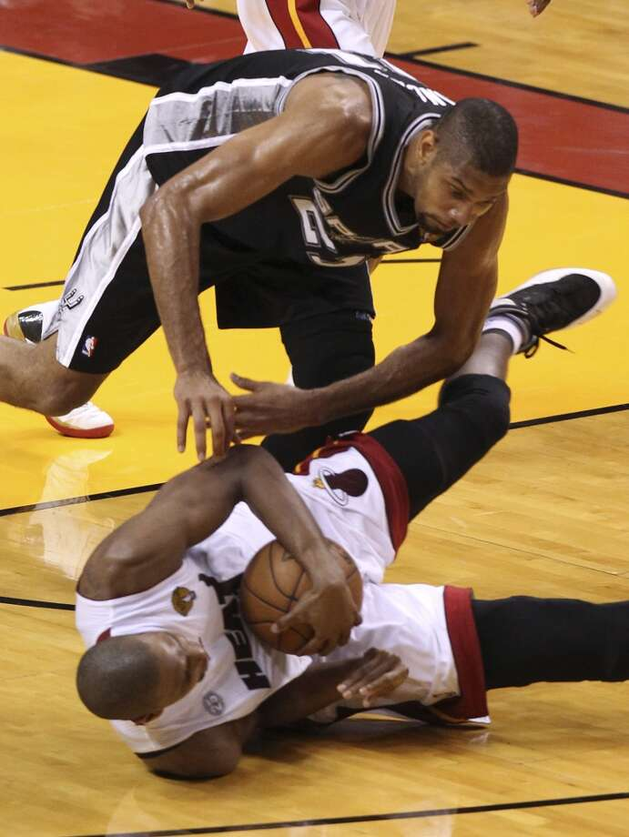 San Antonio Spurs' Tim Duncan and Miami Heat's Chris Bosh scramble for a loose ball during the first half of Game 6 of the NBA Finals at American Airlines Arena on Tuesday, June 18, 2013 in Miami. (Kin Man Hui/San Antonio Express-News)