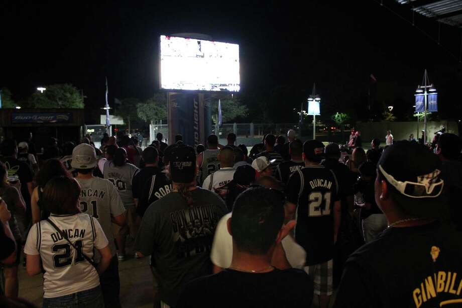 Spurs fans gather at the AT&T Center to watch Game 6 against the Miami Heat on Tuesday, June 18, 2013. Photo: Yvonne Zamora / For MySA.com