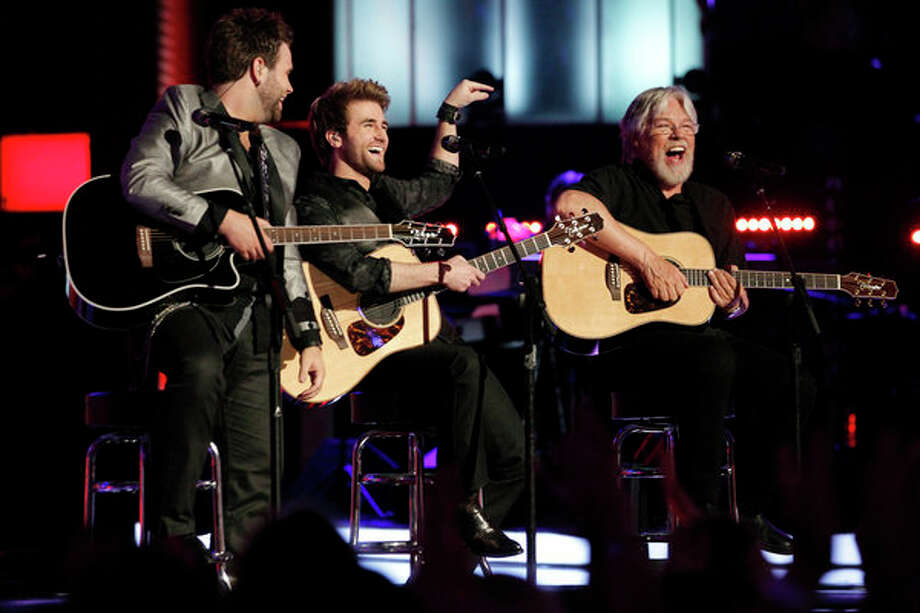 "THE VOICE -- Episode 419B ""Live Finale"" -- Pictured: (l-r) Zach Swon, Colton Swon of  The Swon Bros, Bob Seger -- Photo: NBC, Trae Patton/NBC / 2013 NBCUniversal Media, LLC"