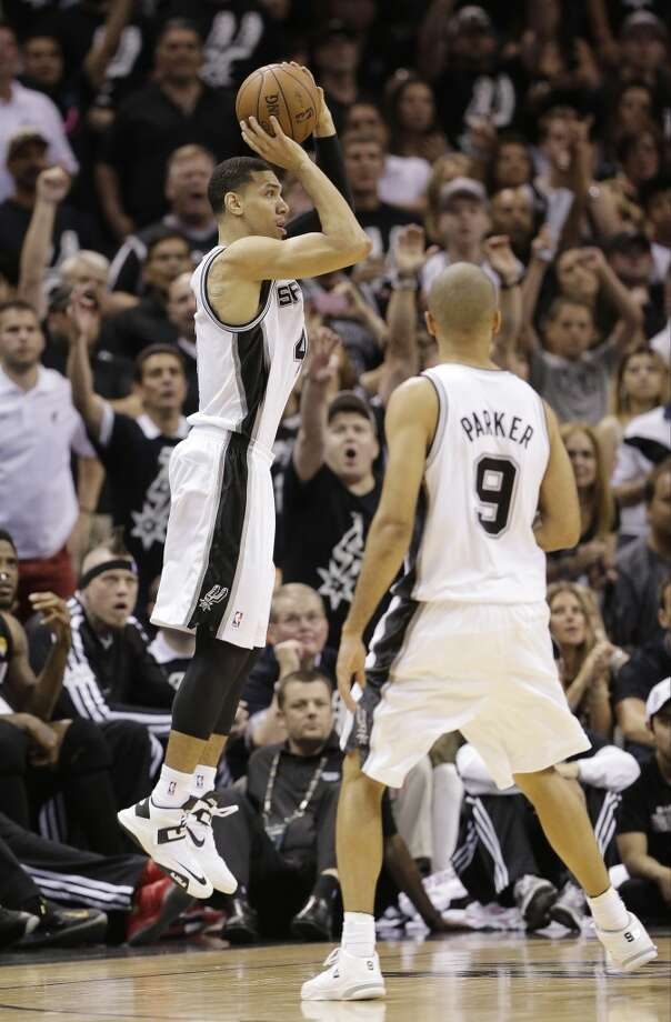 Danny Green shoots against the Heat as Tony Parker looks on.