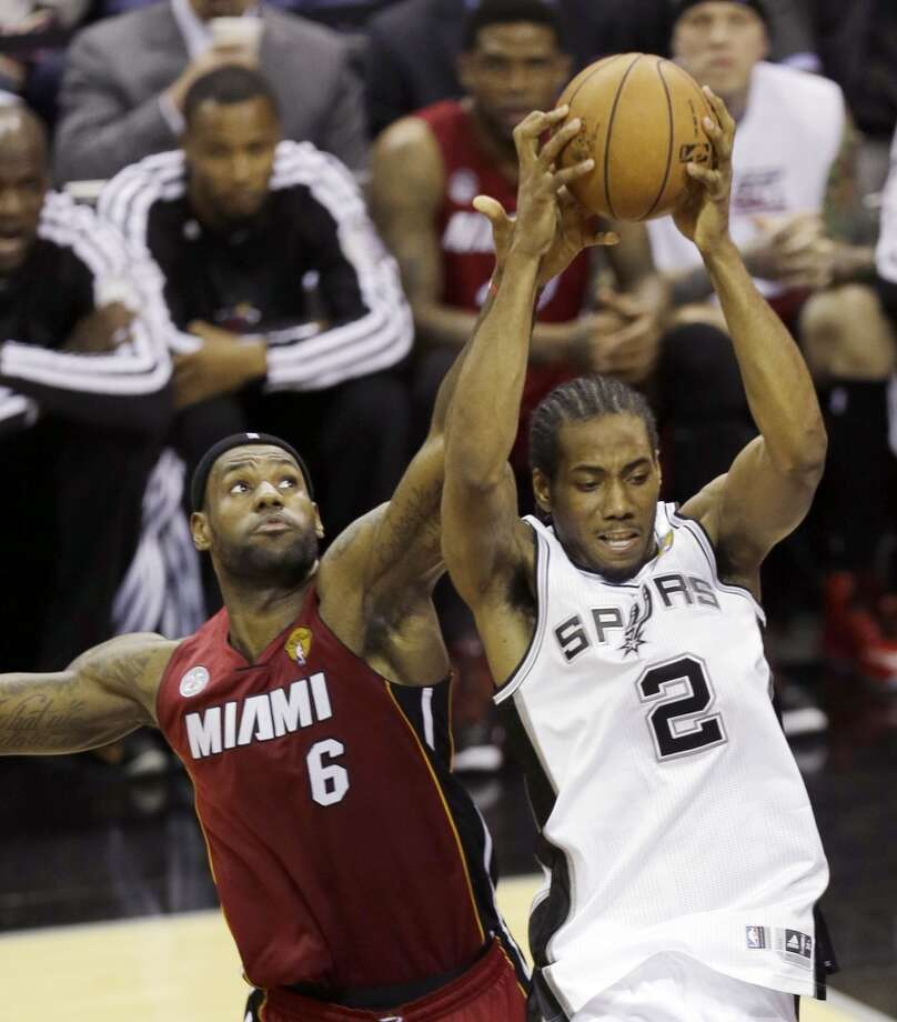 Kawhi Leonard (2) battles for a rebound against LeBron James (6).