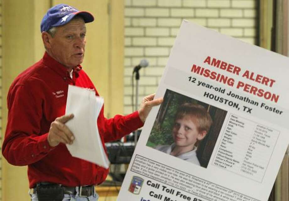 Tim Miller, founder of Texas Equusearch, talks with volunteers at Garden Oaks Baptist Church before they leave to search for 12-year-old Jonathan Foster on Dec. 28, 2010. Photo: Melissa Phillip, Chronicle