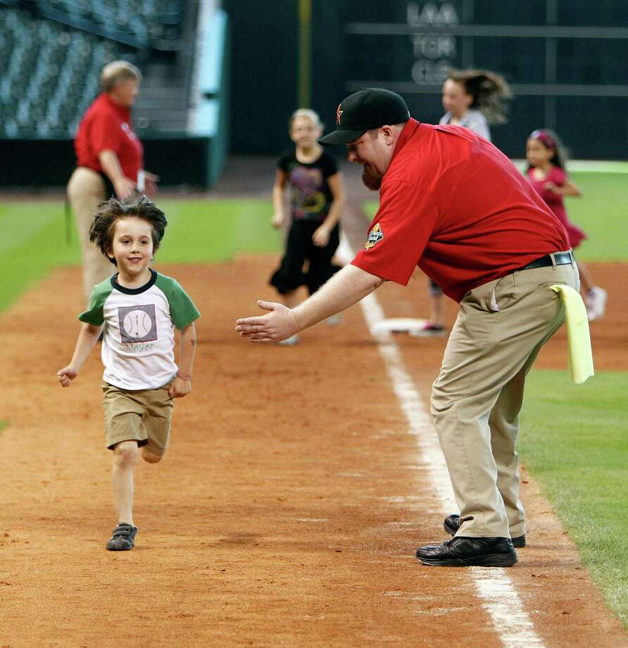 Run the bases at Minute Maid Park. Photo: James Nielsen, Chronicle / © 2012 Houston Chronicle