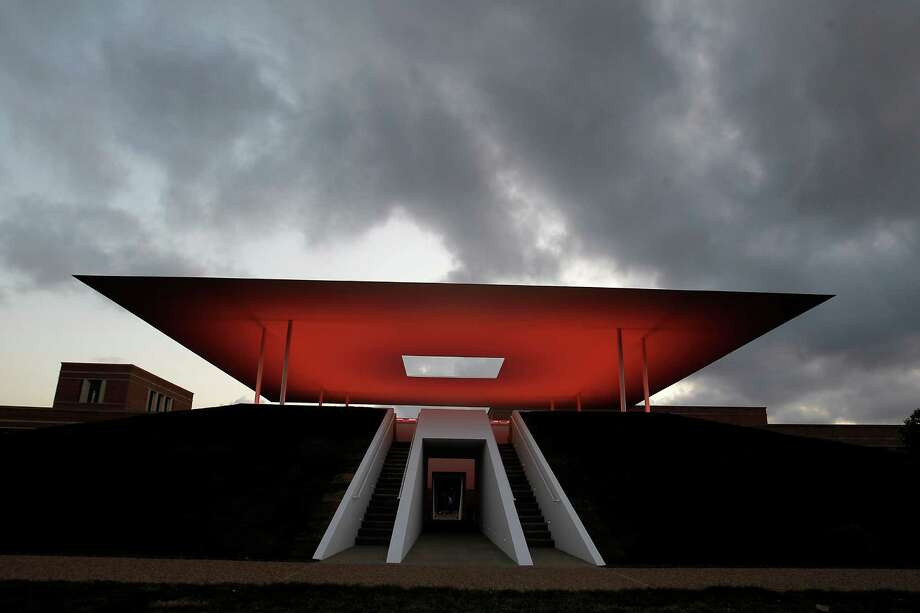 Watch the sunset from the floor of the new Skyspace by James Turrell at Rice. Photo: Karen Warren, Houston Chronicle / © 2012  Houston Chronicle