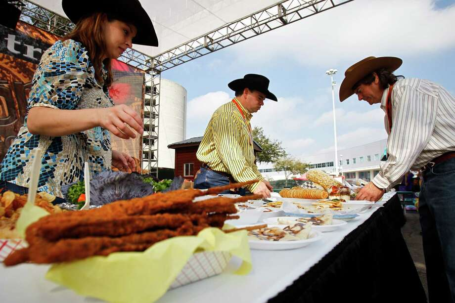 Eat everything served fried or on a stick at the Houston Rodeo. Photo: Michael Paulsen, Chronicle / Houston Chronicle