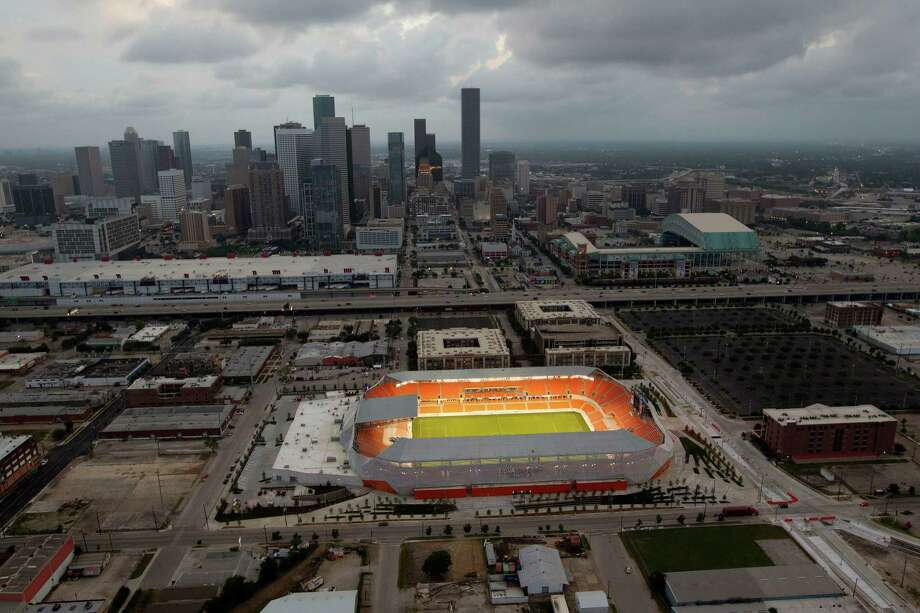 Take a helicopter tour of the city. Photo: James Nielsen, Chronicle / © 2012 Houston Chronicle