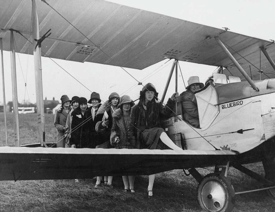 Female flying enthusiasts line up for ride in an airplane at an air show in 1927. Photo: Time Life Pictures, Time & Life Pictures/Getty Image / Time Life Pictures
