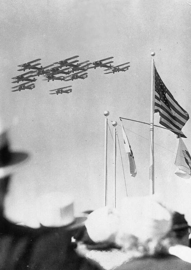 A squadron of American bombers performs for a reported 100,000 spectators during an air show  in Los Angeles, circa 1930.  Photo:  Anonym, IMAGNO/Austrian Archives (S) / IMAGNO/Austrian Archives (S)